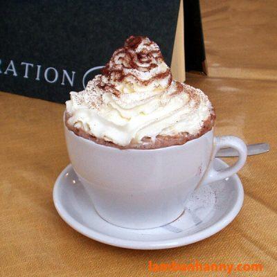 Cacao nóng với kem tươi