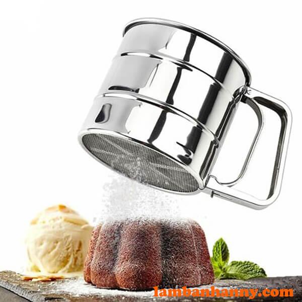 Tiện dụng trong việc rắc bột trang trí lên bánh