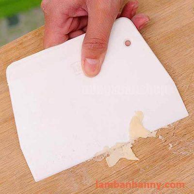 dao nhựa chia bột 14cm 2