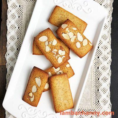 bánh bông lan hạnh nhân