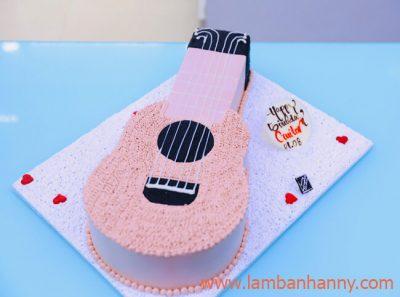 banh-sinh-nhat-khuon-nhom-hinh-cay-guitar