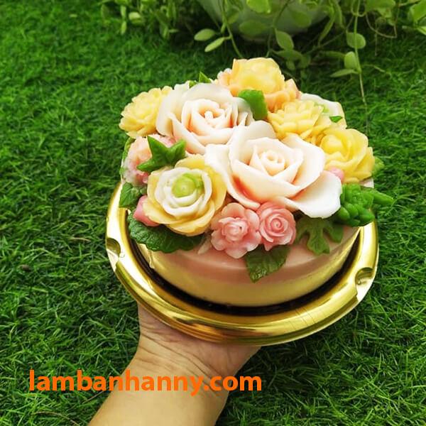 Hộp đế vàng giúp tăng thêm màu sắc sinh động cho chiếc bánh của bạn