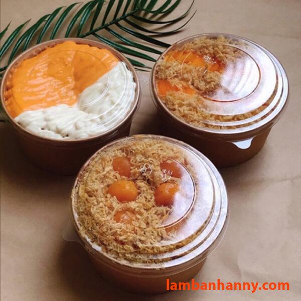 Đựng bánh bông lan trứng muối với nắp trong suốt rất xinh