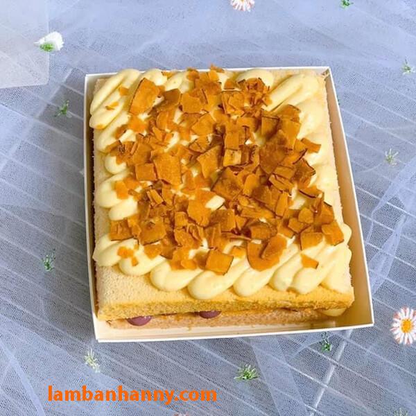 Đựng một miếng bánh sandwich vào hộp vuông Kraft cũng rất đẹp mắt