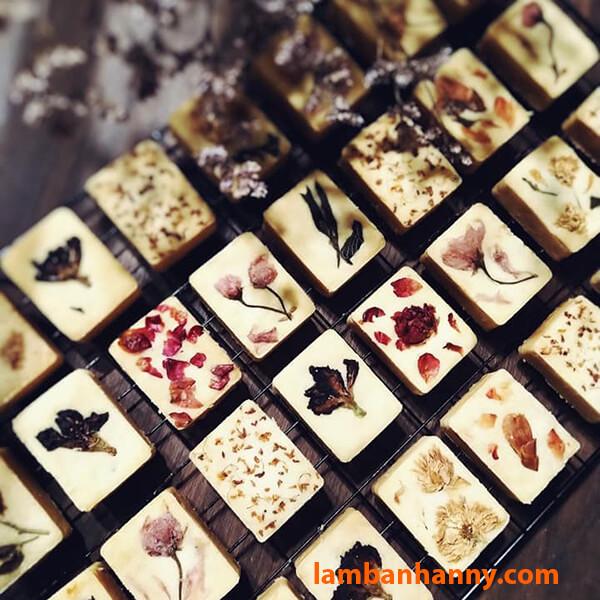 Bánh dứa phong cách trà hoa