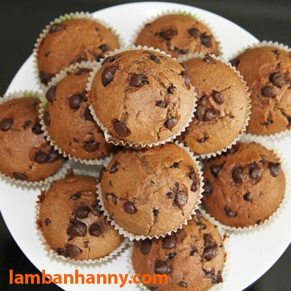 Bánh muffin kết hợp với socola chip đen