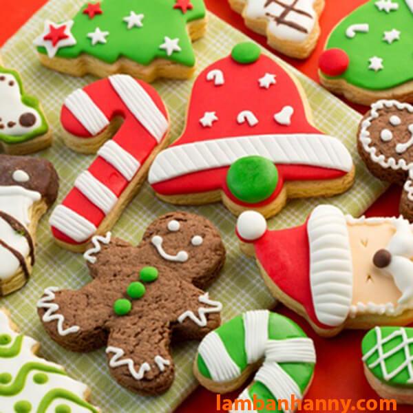 Bánh quy hình chuông trong bộ sưu tập giáng sinh với khuôn cutter