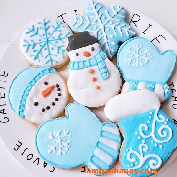 Bánh quy hình găng tay dễ thương trong bộ cookies giáng sinh với khuôn cutter