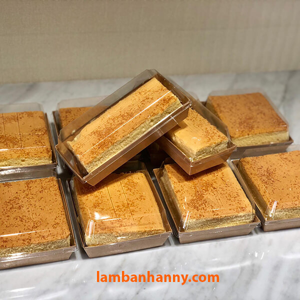 Có thể cắt bánh từng miếng thành hình chữ nhật (hộp E1985) hoặc hình vuông (hộp E1413) tùy sở thích