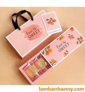 Hộp đựng bánh kẹo mẫu Love is sweet
