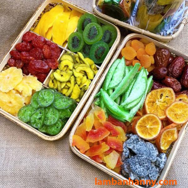 Hoặc bạn có thể mix cùng các loại trái cây sấy khác để làm thành quà biếu Tết-2