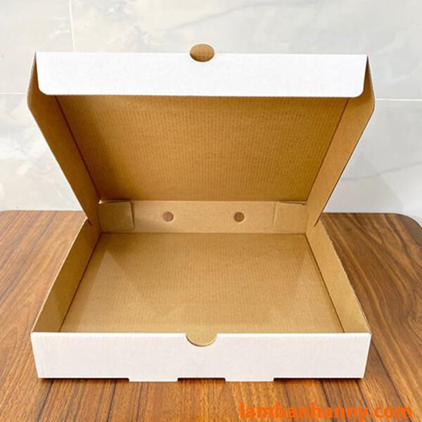 Mặt trong của hộp đựng bánh Pizza size 20cm