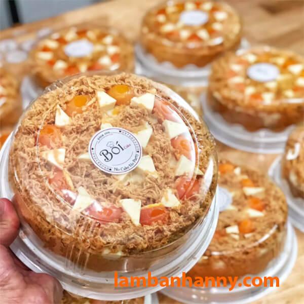 Nắp trong suốt có thể thấy được hình dạng của bánh