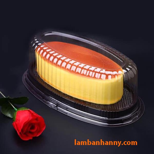 Sử dụng hộp để đựng bánh bông lan bơ