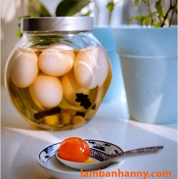 Trứng vịt ngâm nước muối thảo quả