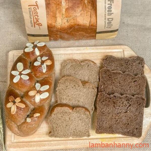 bánh mì hoa cúc nguyên cám