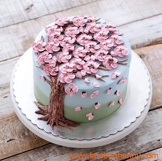 bánh sinh nhật trang trí bằng hoa anh đào