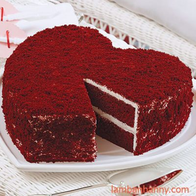 food-red-velvet-heart-cake