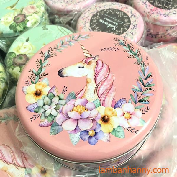 hộp thiếc tròn màu hồng hình con ngựa