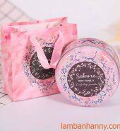 Hộp thiếc tròn đựng bánh kẹo màu hồng Sakura 300gr