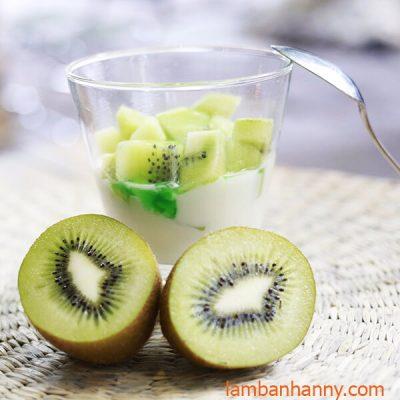 kiwi ăn kèm với sữa chua