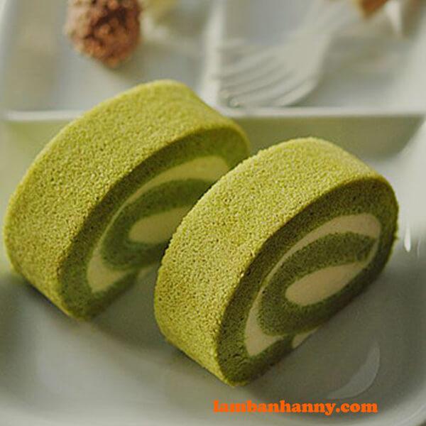 Bánh bông lan cuộn vị trà xanh thơm lừng