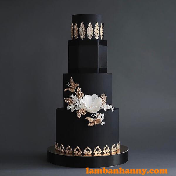Bánh cưới fondant đen huyền bí không kém phần sang trọng