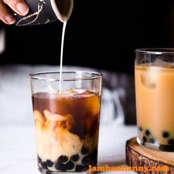 Bạn có thể tự pha trà sữa ngay tại nhà với Trà đen Hoa Trân này