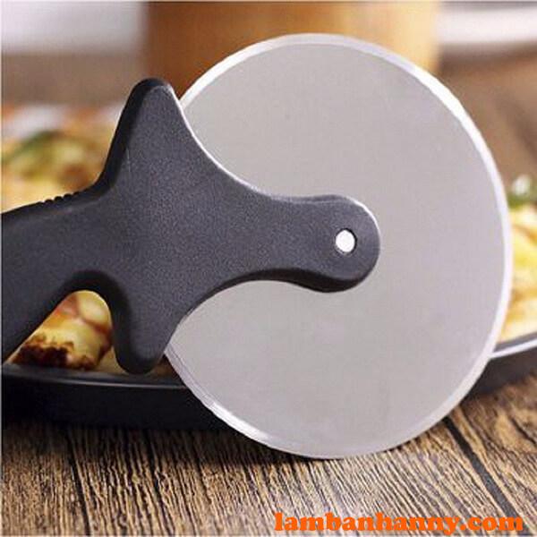 Lưỡi dao làm bằng thép inox không rỉ, sắc bén
