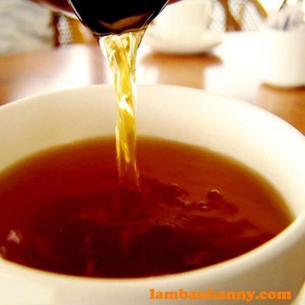 Nước trà sau khi pha có màu nâu đỏ đẹp mắt