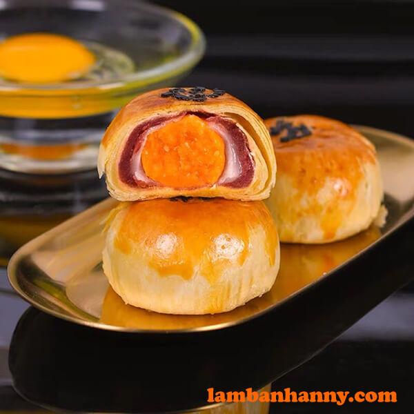 Bánh đậu đỏ trứng muối ngàn lớp