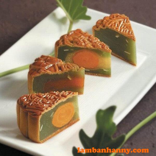 Bánh trung thu nhân đậu xanh lá dứa