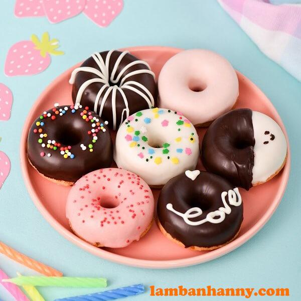 Bánh donut được trang trí đa dạng