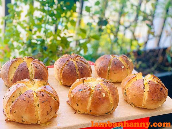 Bánh mì bơ tỏi đình đám