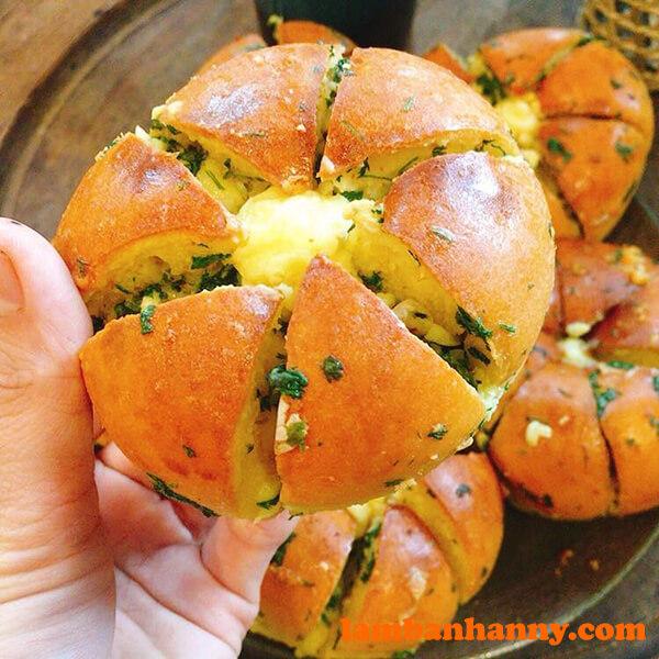 Bánh mì bơ tỏi sốt phô mai