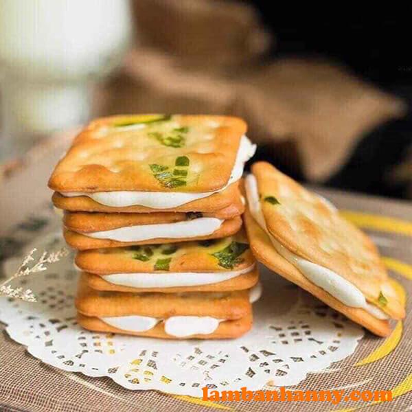 Bánh quy hành kẹp phô mai