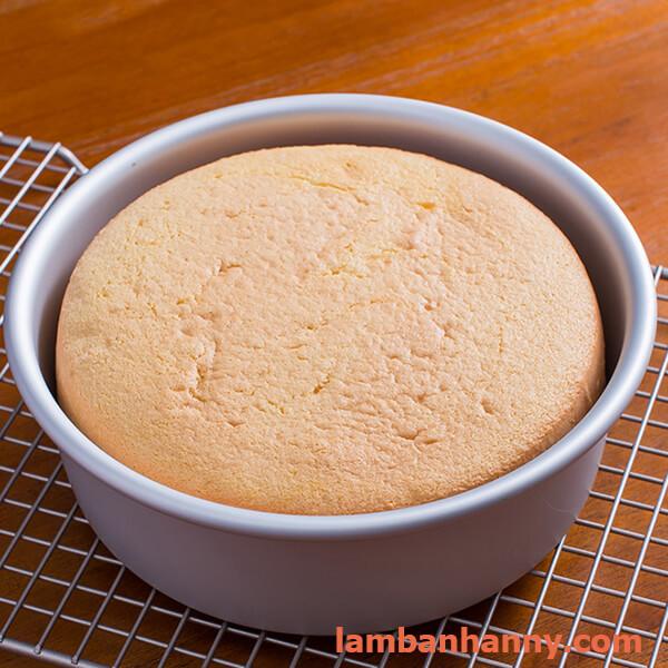 cách làm bánh bông lan bằng nồi cơm điện cực kỳ đơn giản 8
