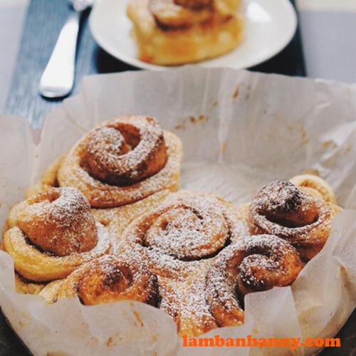 Bánh mì cuộn hương quế thơm lừng