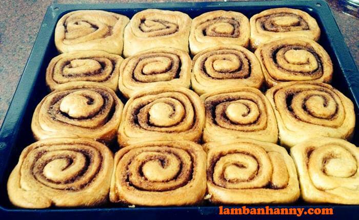 Bánh mì cuộn quế không cần nhào bột