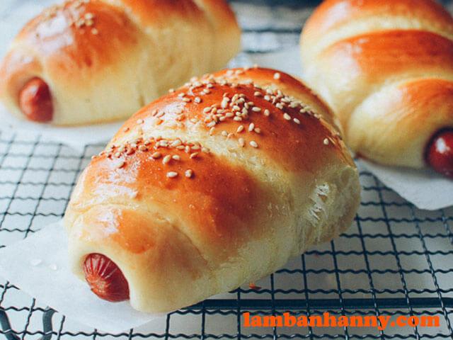 Bánh mì cuộn xúc xích hình xoắn ốc