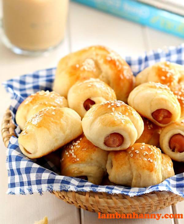 Bánh mì xúc xích món ăn sáng yêu thích của nhiều người