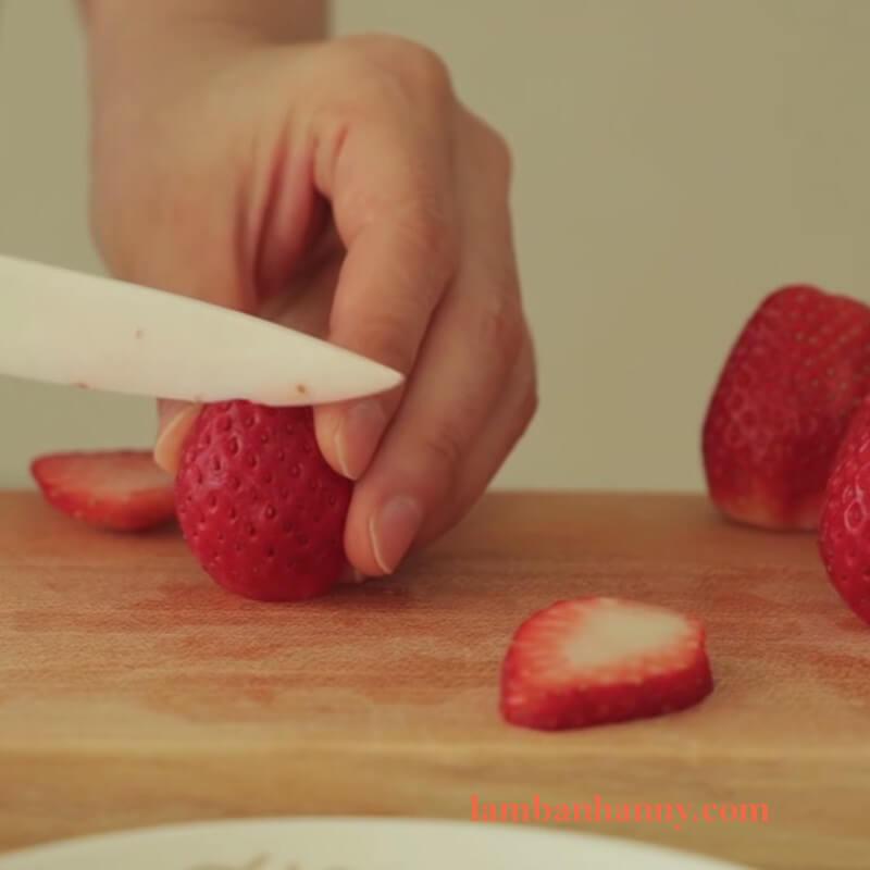Cách làm bánh cheesecake dâu tây 10