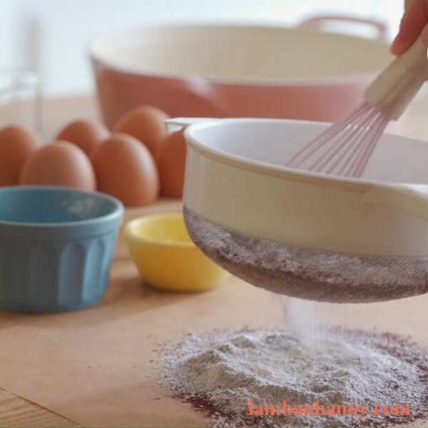 Cách làm bánh kem socola sinh nhật vị bạc hà đơn giản tại nhà 3