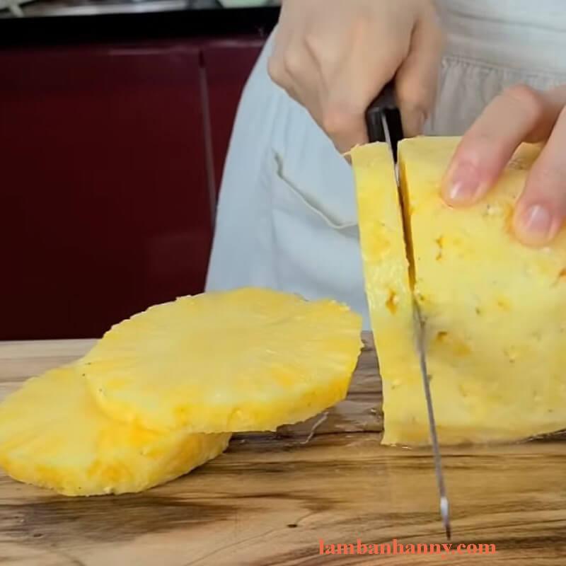 Cách làm bánh phô mai nướng dứa thơm ngon khó cưỡng 5