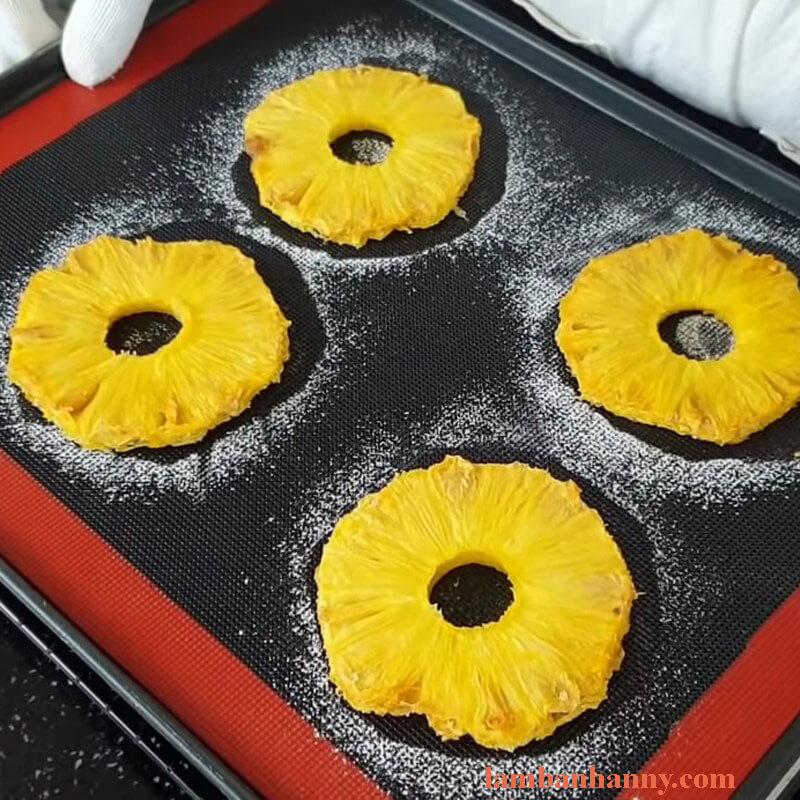 Cách làm bánh phô mai nướng dứa thơm ngon khó cưỡng 7