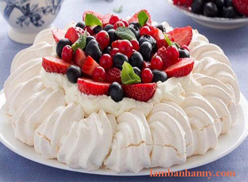 Công thức làm Bánh Pavlova vô cùng ngọt ngào 6