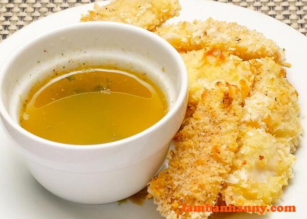 Sốt bơ tỏi cực kì thích hợp khi ăn với bít tết hoặc hải sản