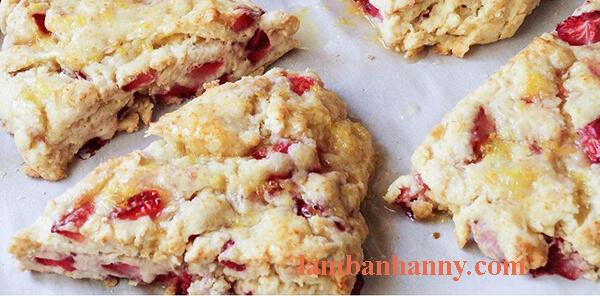 bánh scone kem dâu tây lạ miệng
