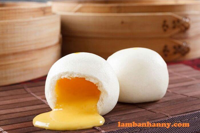 Bánh bao kim sa nhân trứng muối tan chảy