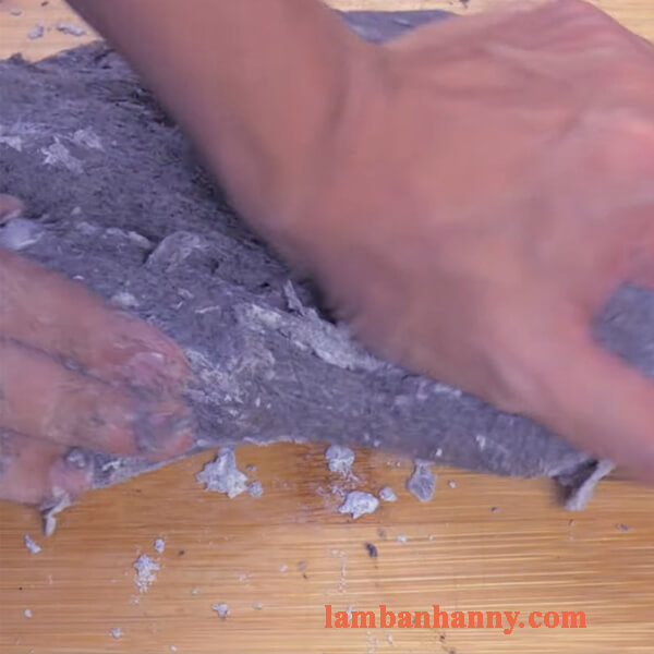 Cách làm bánh mì mè đen nhân matcha trà xanh thơm ngon đơn giản 4